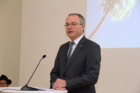 Stephan Pernkopf begrüßt die Preisträgerinnen und Gäste.