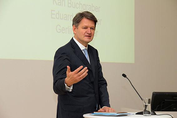 Helmut Brandstätter hält die Festrede.