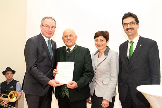 Stephan Pernkopf, Preisträger Karl Buchgraber, Laudatorin Theresia Neuhofer und Juryvorsitzender Martin Gerzabek