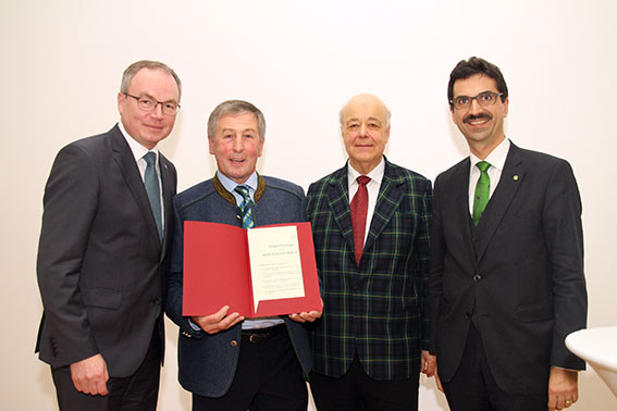 Stephan Pernkopf, Preisträger Eduard Paminger, Laudator Helmut Eiselsberg und Juryvorsitzender Martin Gerzabek