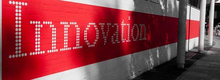 Wand mit Schriftzug Innovation