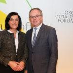 Im Bild vl.: Stephan Pernkopf (Präsident des Ökosozialen Forum), Elisabeth Köstinger (Bundesministerin für Nachhaltigkeit und Tourismus)