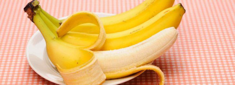 Banane auf Teller