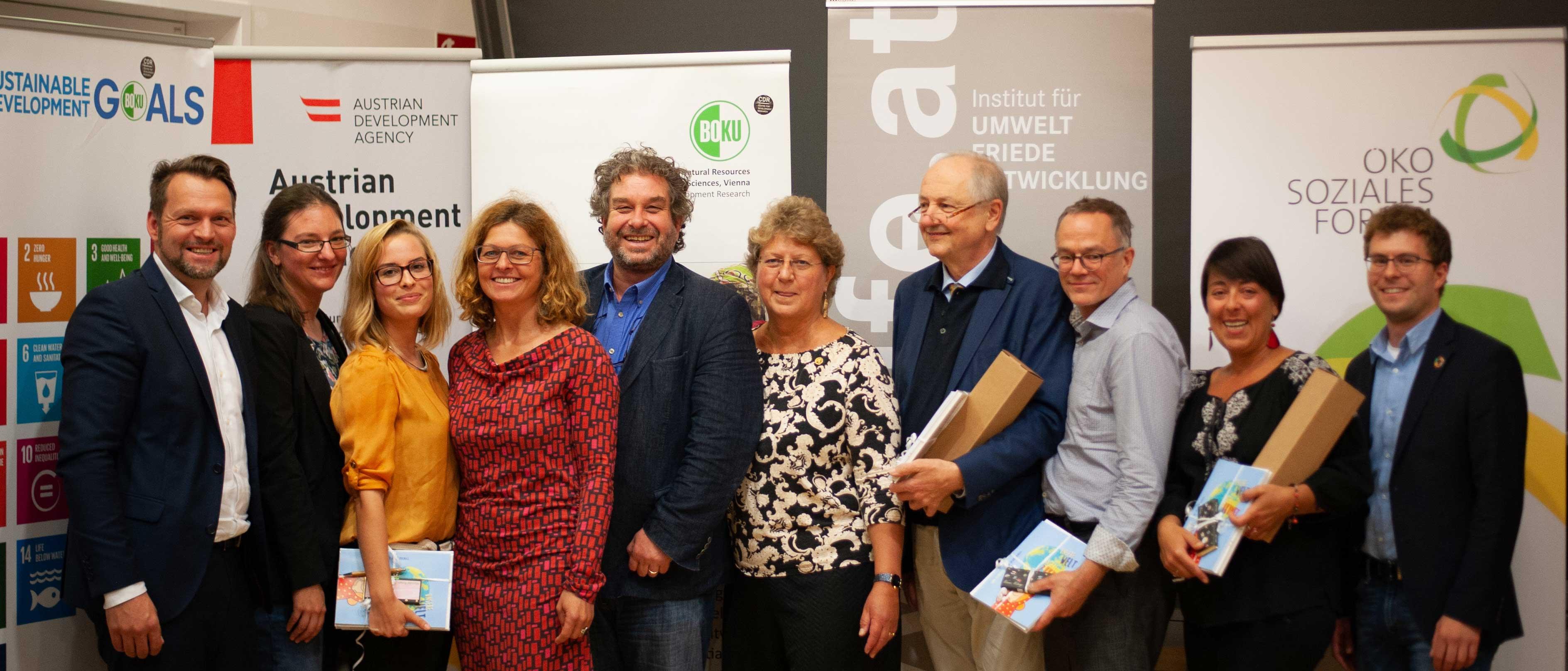 v.l.n.r.: Hans Mayrhofer (Ökosoziales Forum), Rosana Kral (CD-BOKU), Laura Hundscheid, Almut Knaller, Andreas Welcher (CDR-BOKU), Rebecca Metzger, Herwig Waidbacher, Marc Mößmer, Moderatorin Maiada Hadaia und Florian Leregger (IUFE).