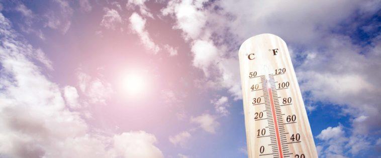 Thermometer in der prallen Sonne zeigt 40 Grad Celsius