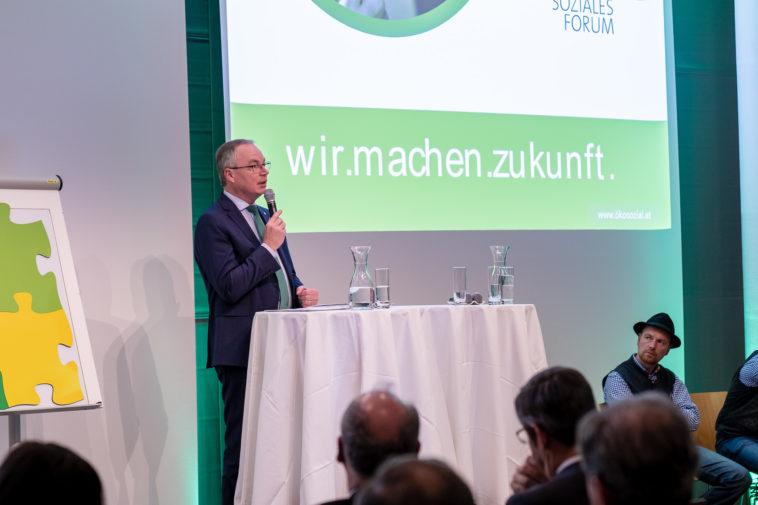 Stephan Pernkopf gibt einen Weitblick und zeichnet eine Vision, wie Ökosoziale Marktwirtschaft praxisnahe umgesetzt werden kann. Er fordert die zukünftige Regierung auf, die Ökosoziale Marktwirtschaft umzusetzen.