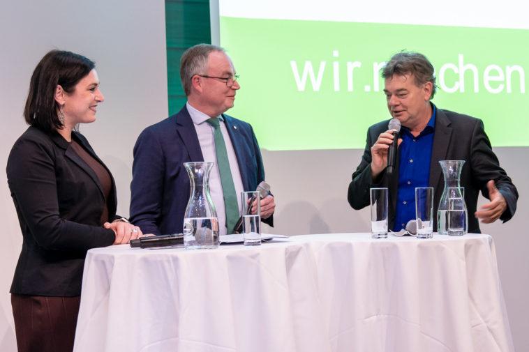 """""""Wie kann die zukünftige Regierung die Ökosoziale Marktwirtschaft umsetzen?"""": Stephan Pernkopf im Gespräch mit Werner Kogler und Elisabeth Köstinger."""